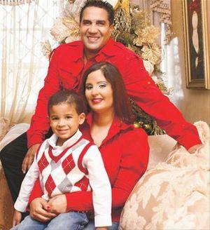 Kinito Mendez y familia